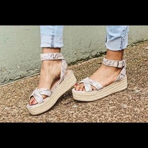 New with box 8.5 Chinese Laundry snake espadrille